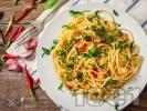 Рецепта Спагети Алио е олио с люти чушки, зехтин, чесън, пармезан и магданоз